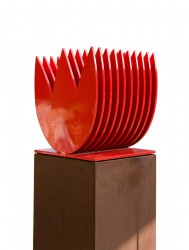 Rote Blüten: No. 77 | 140x34 cm | 2011 | Eisen wetterfest lackiert, Cortenstahlsockel.